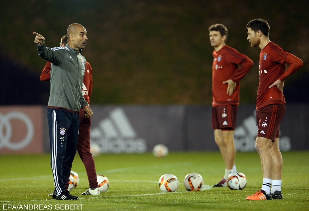 Munich's head coach Pep Guardiola (L) talks to Thomas Mueller (C) and Xabi Alonso during their first training session in Doha, Qatar, 06 January 2016. Bayern Munich stays in Qatar until 12 January 2016 to prepare for the second half of the German Bundesliga season.  EPA/ANDREAS GEBERT